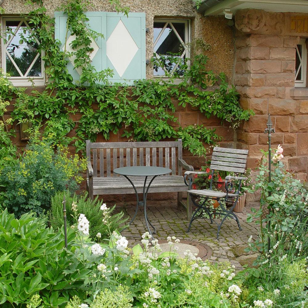 Vorgarten mit Sitzecke