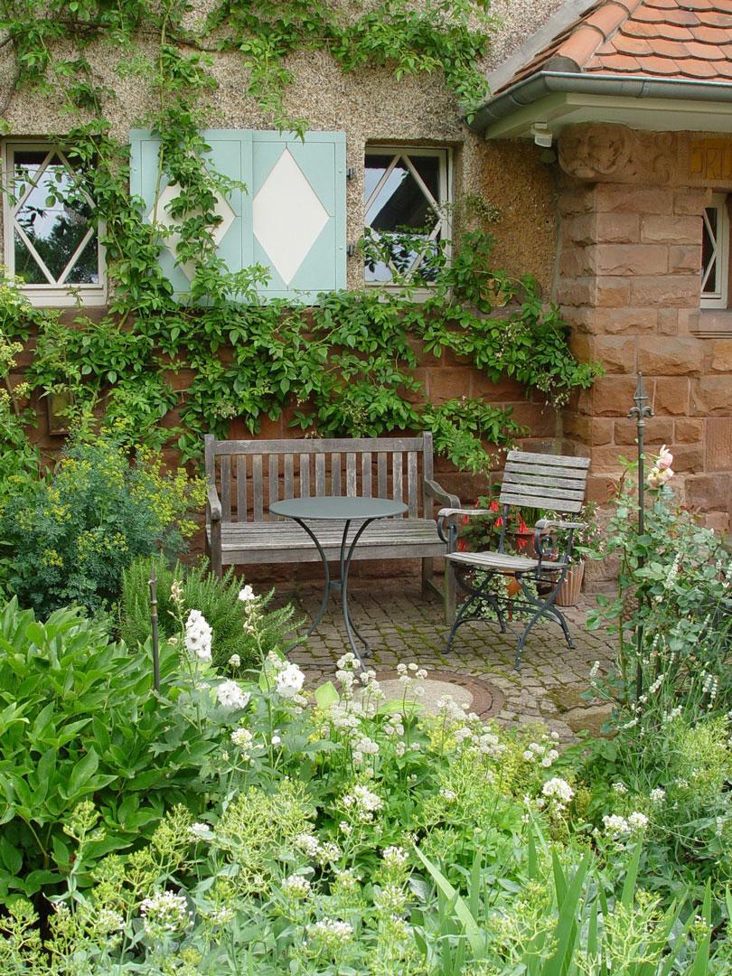 einladender Garten vor der Tür